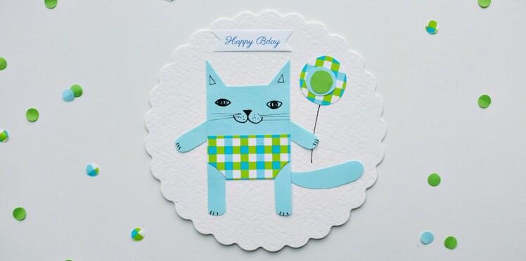 Une carte d'invitation avec un chat