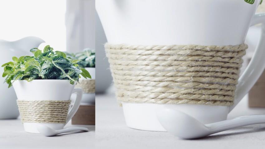 Une tasse décorée avec de la corde