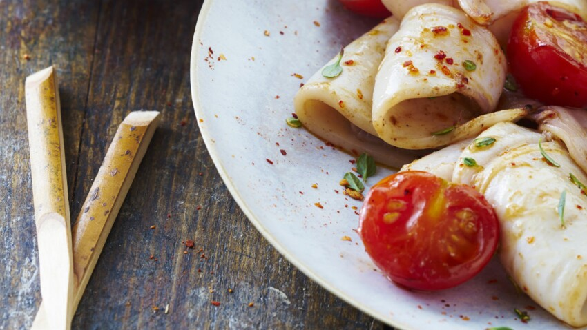 Calamars grillés aux tomates cerises à la plancha