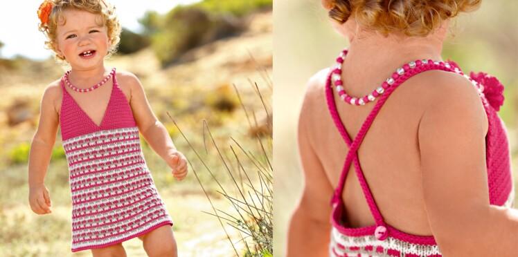 Une robe dos-nu au crochet et tricot
