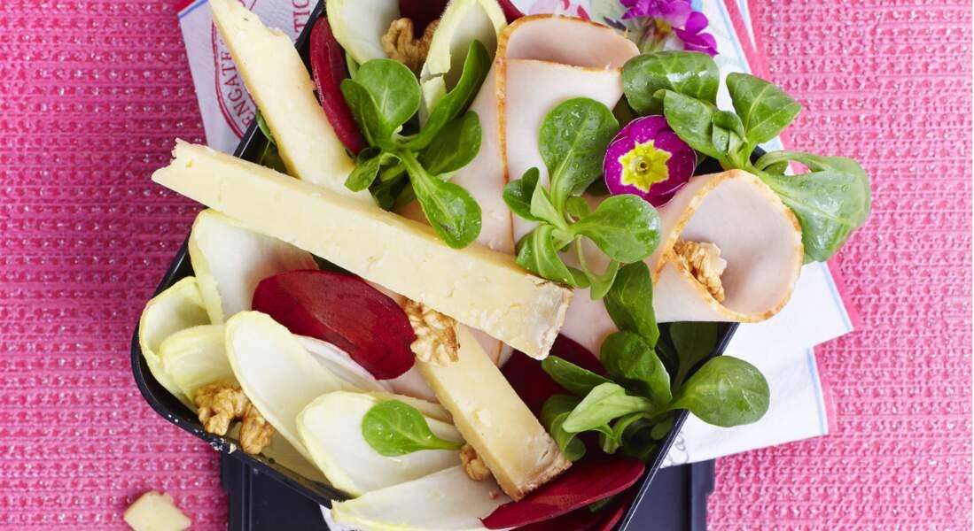 Poulet en salade croquante et Cantal