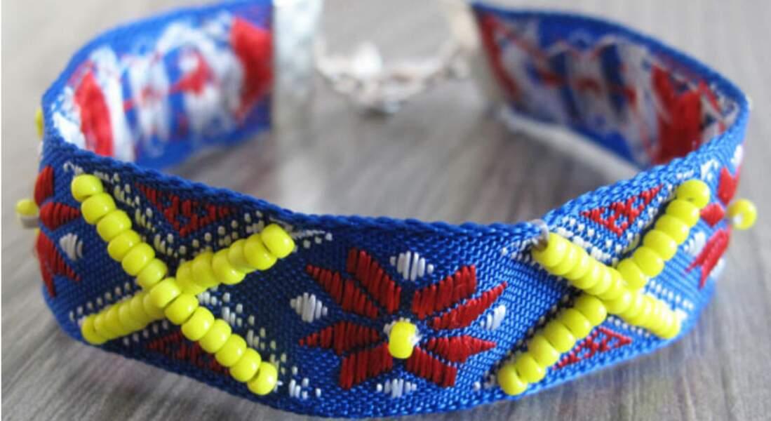 Estival, un bracelet en ruban bleu et jaune