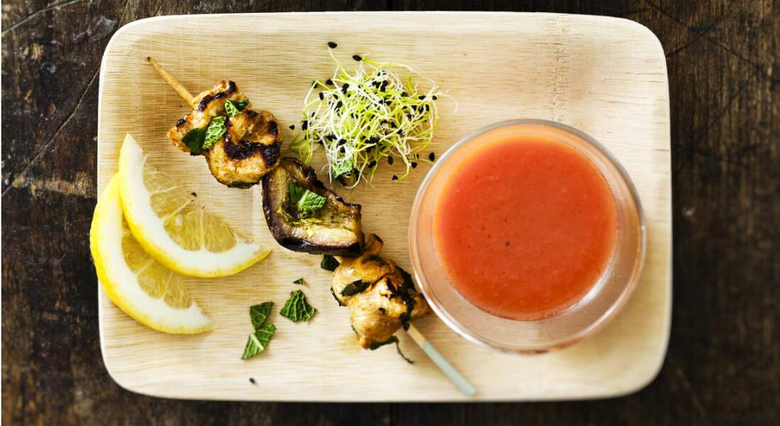 Brochettes de poulet et aubergines marinées
