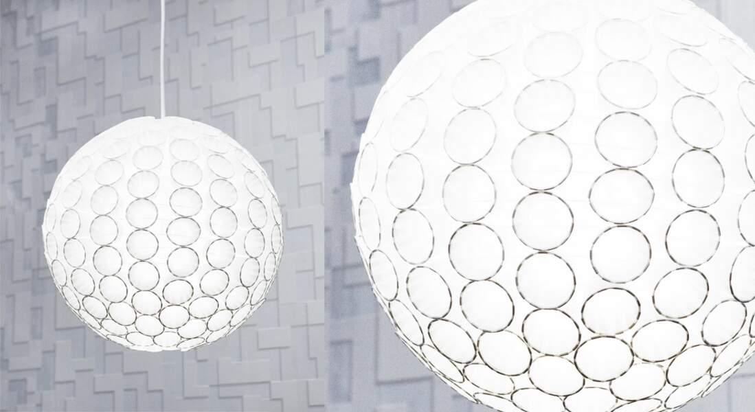Boule japonaise customisée pour un look graphique