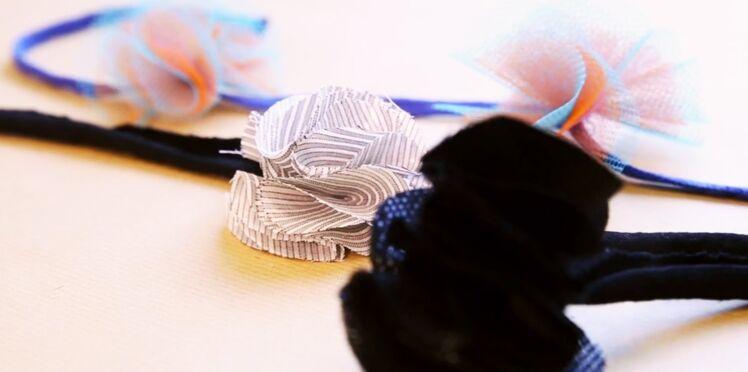 Un headband à fleurs en tissu