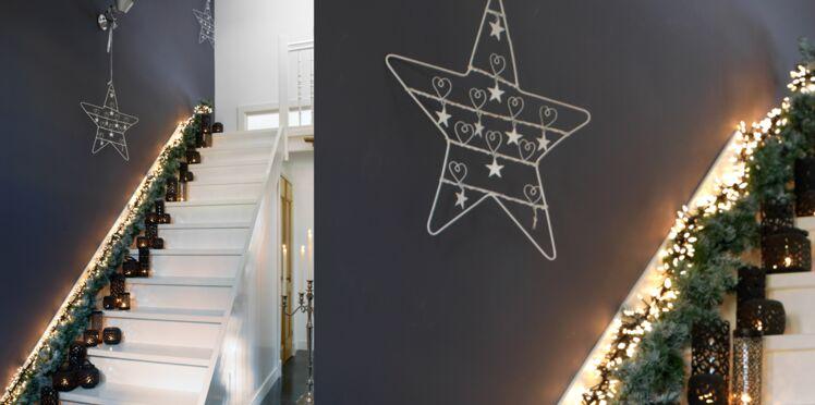 Décoration de Noël : un escalier lumineux