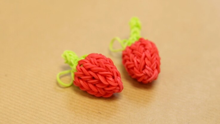Rainbow Loom : un charms fraise
