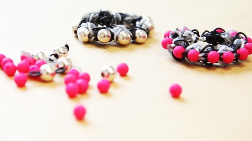Facile, un bracelet élastique avec des perles façon Shamballa