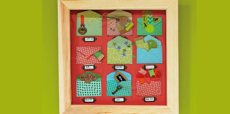 Idée cadre : des enveloppes pour ranger tous vos souvenirs