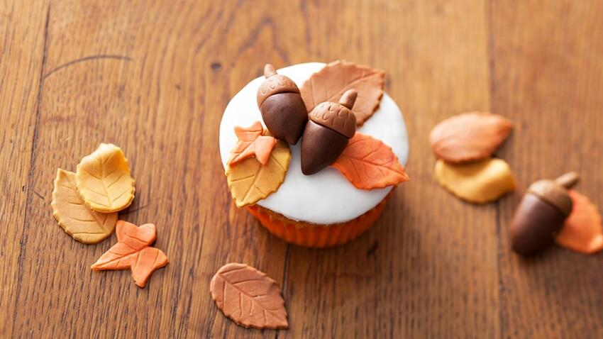 Vidéo : des feuilles d'automne en pâte à sucre