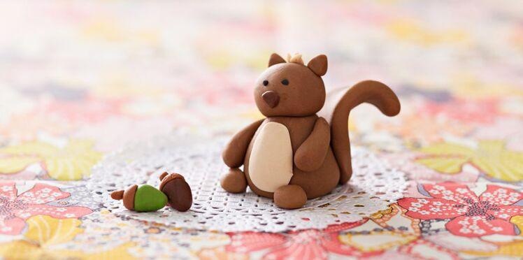 Vidéo : comment faire un petit écureuil en pâte à sucre ?