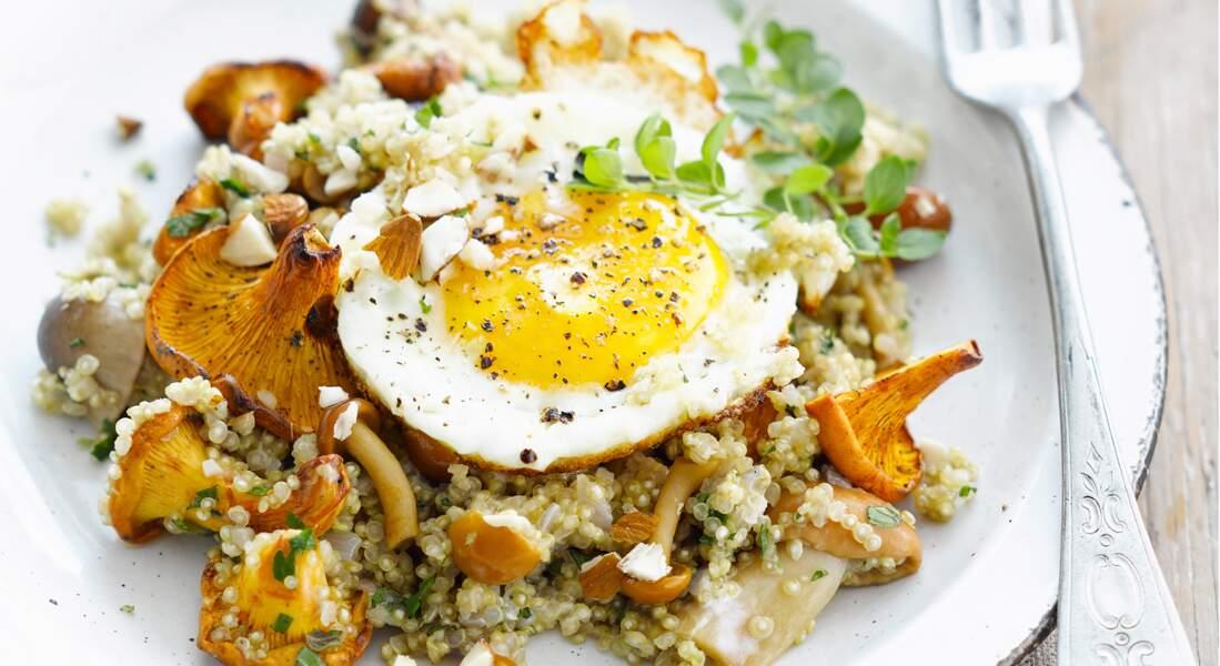 Quinoa aux champignons et oeuf sur le plat