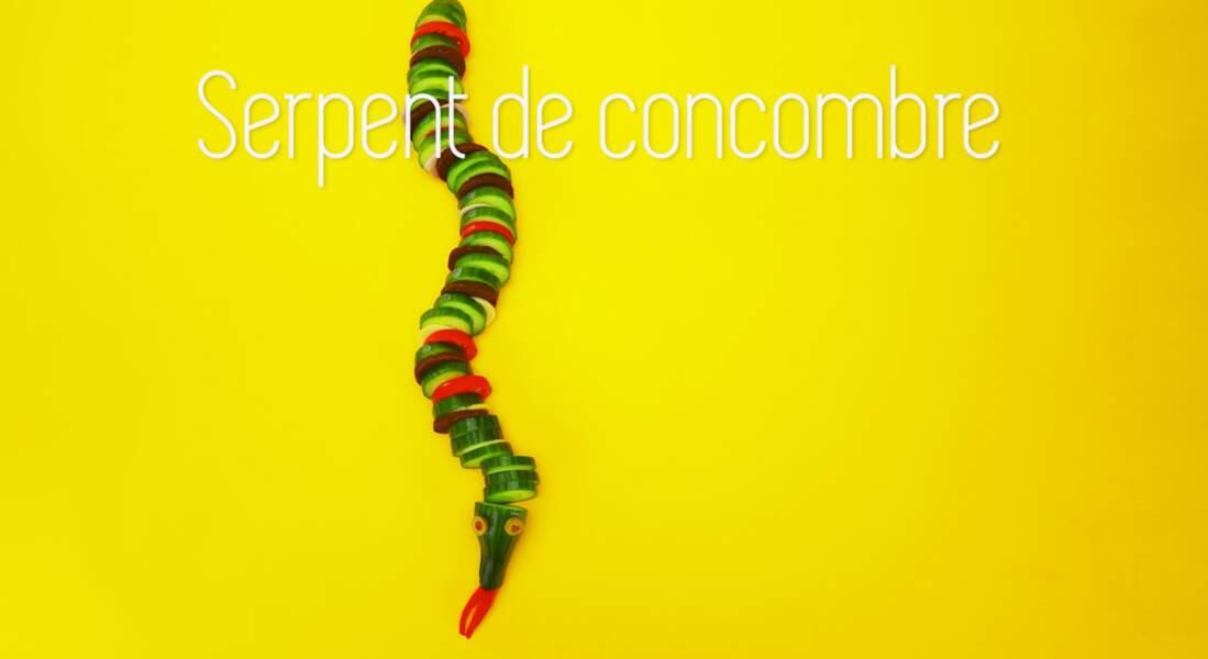 Un serpent en concombre, tomates et fromage