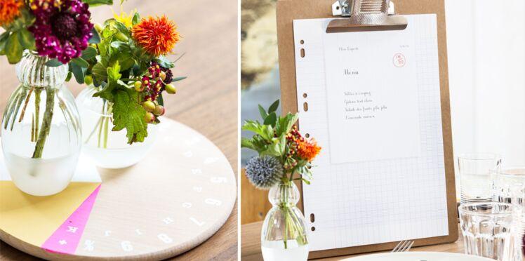 Une table à l'heure d'école : un porte-menu et un plateau