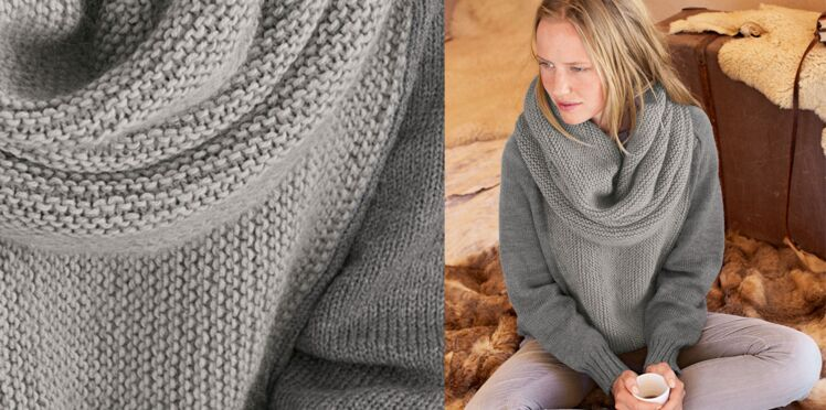Le pull point mousse gris et son snood