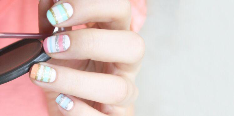 Des ongles pastel navy