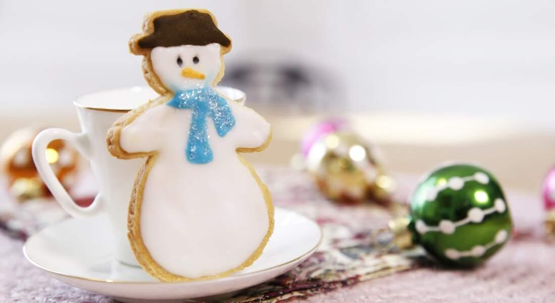 Des sablés de Noël en bonhomme de neige