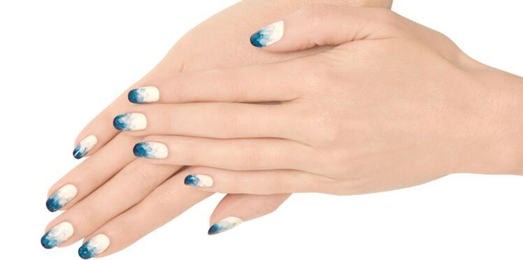 Un dégradé de bleu sur mes ongles