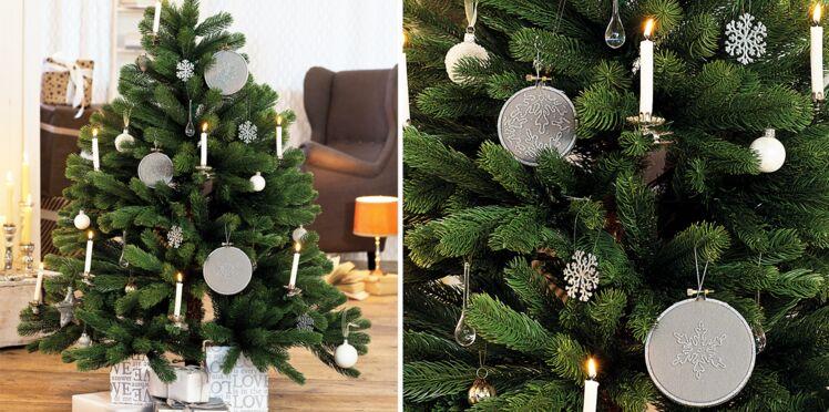 Décorations de Noël : des tambours brodés