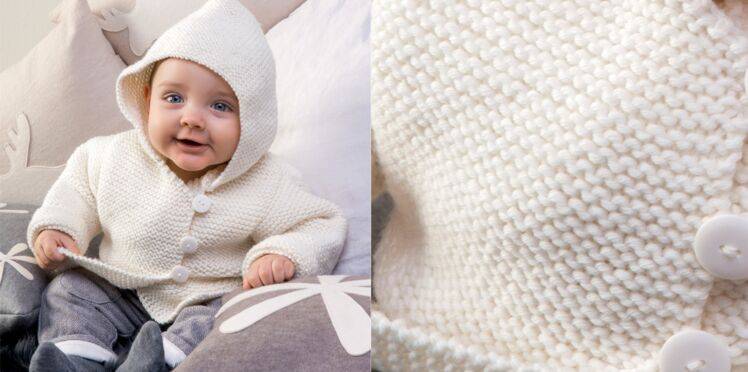 Le manteau à capuche layette point mousse