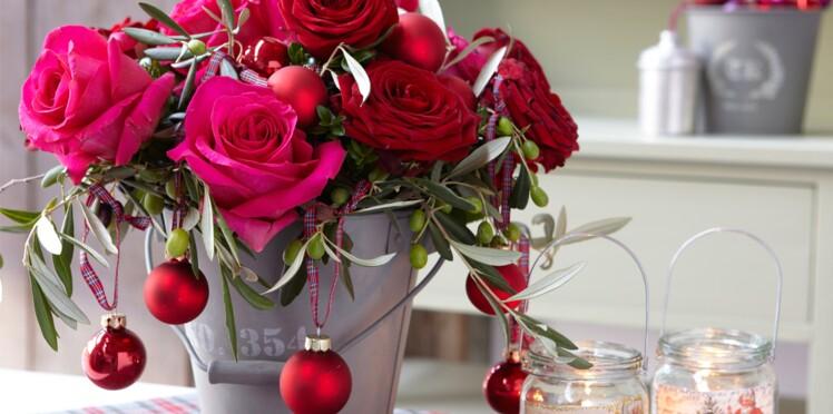 Art floral : un bouquet de roses et rameaux d'olivier pour Noël