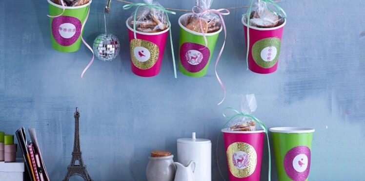 Cadeaux d'assiette : gobelets customisés & sablés de Noël