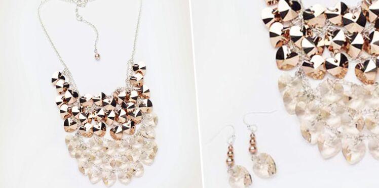 Bijoux de fêtes : un collier et des boucles d'oreilles en perles