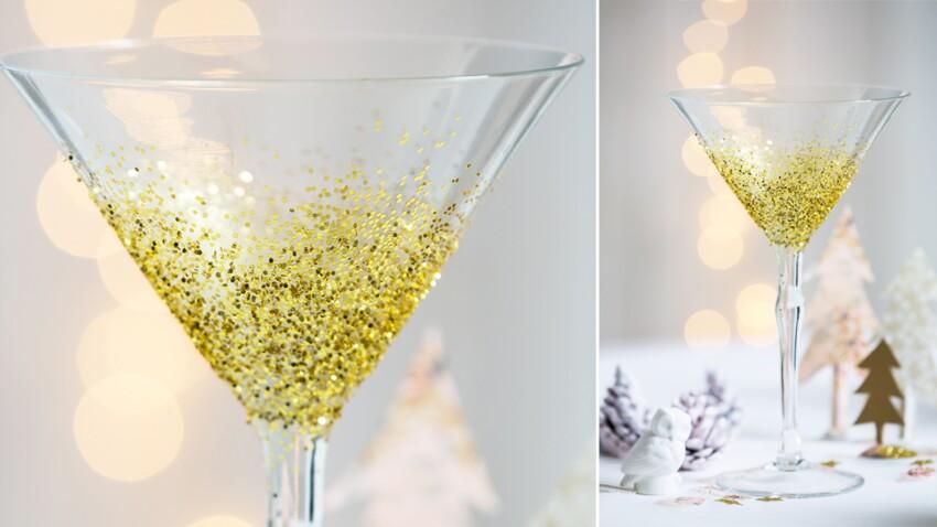 Vaisselle de Noël : des verres à pied pailletés