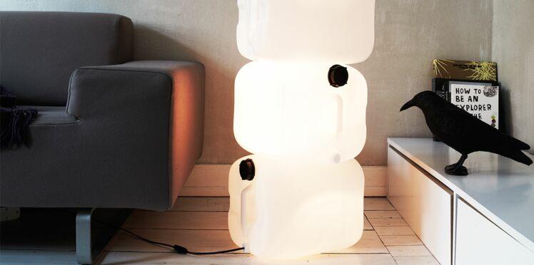 Une lampe récup' avec des bidons