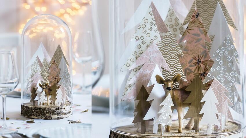 Des sapins de Noël en papier sous cloche