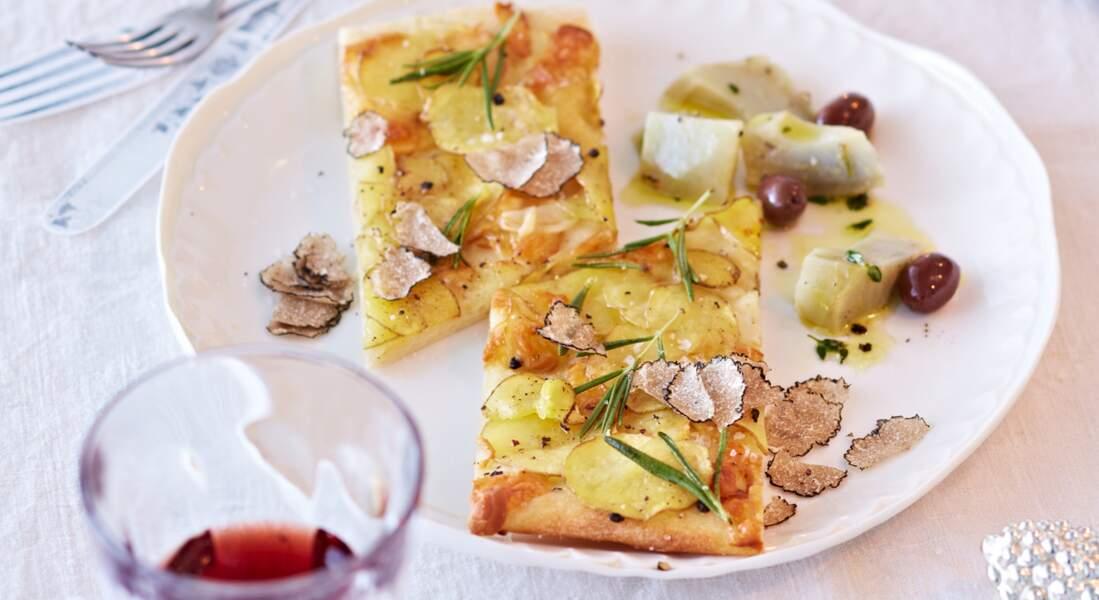 Pizza fine aux pommes de terre et truffe blanche du Piémont