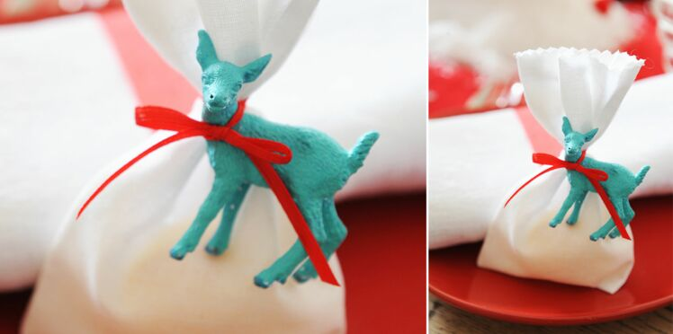 Une pochette surprise customisée et garnie comme cadeaux d'assiette