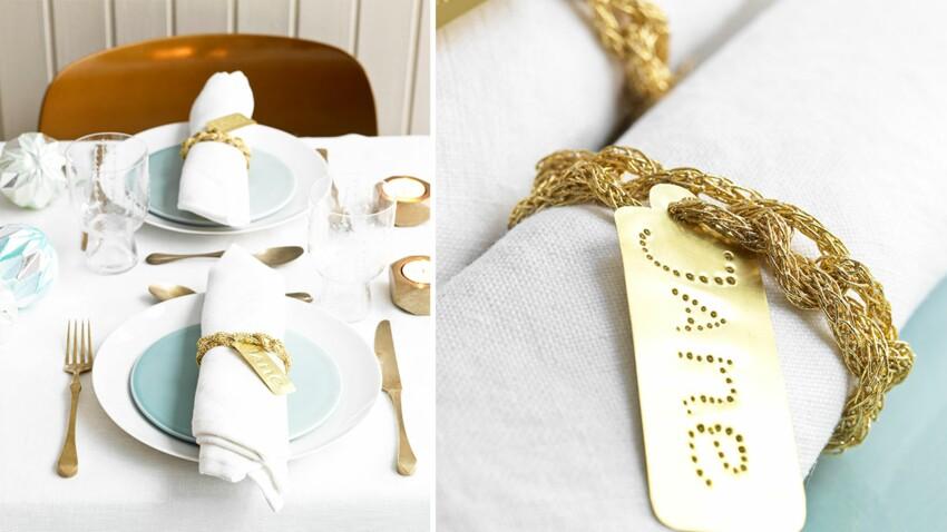 Des ronds de serviettes tressés en lamé or