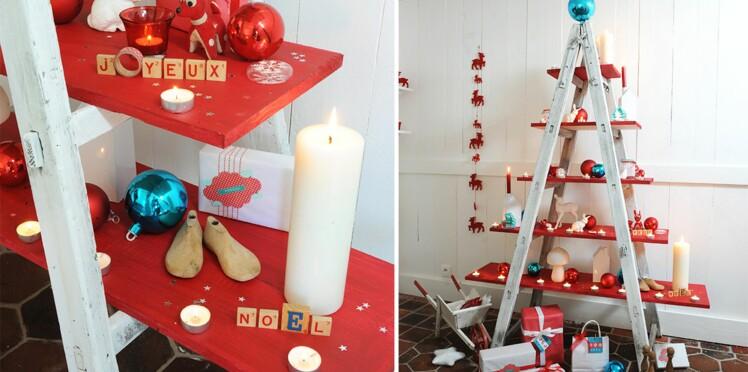 Originale, une échelle transformée en sapin de Noël