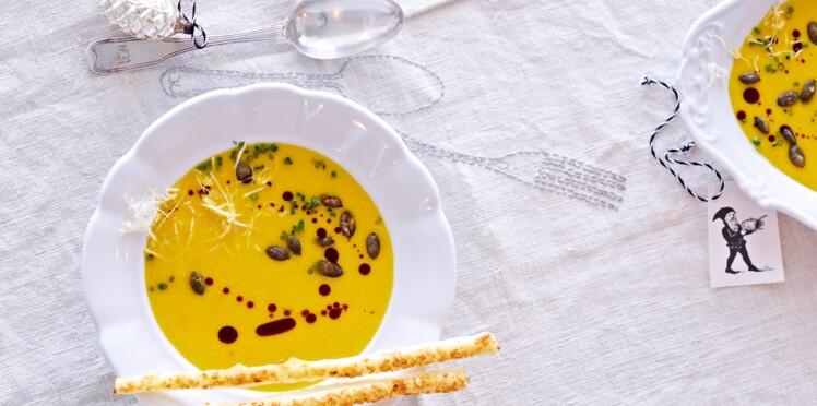 Velouté de butternut au curry, sacristain aux noisettes et fleur de sel