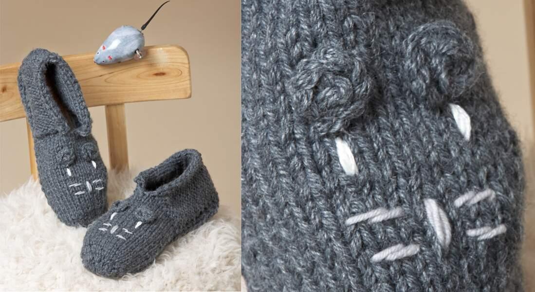 Les chaussons tricotés brodés de motif chat