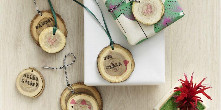 Des étiquettes cadeaux en bois