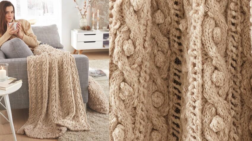 Le plaid tricote en torsades beige