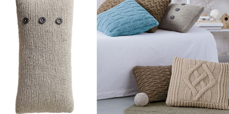 Le coussin jersey a boutons
