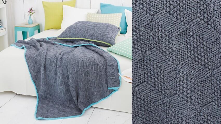 Le plaid point fantaisie et son coussin au tricot