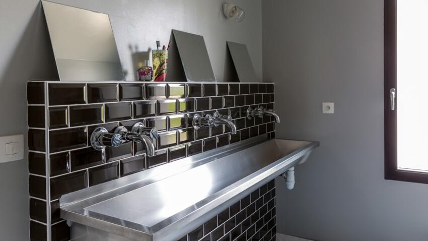 Une salle de bain esprit rétro : un lavabo vintage détourné