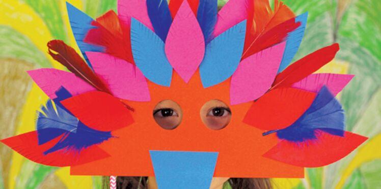 Mardi gras : un masque oiseau en papier pour le carnaval