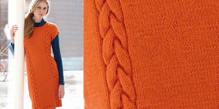 Une robe orange a torsades