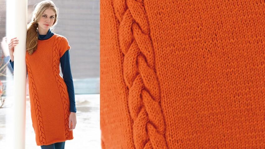 Une robe orange a torsades