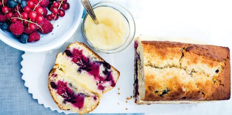 Cake aux fruits rouges et à la crème pâtissière