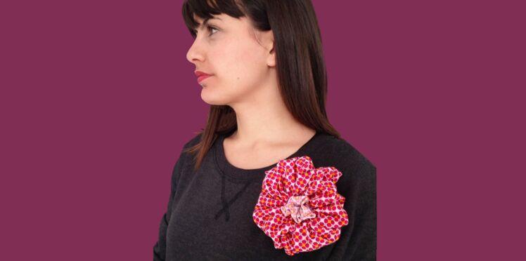 Couture : une broche fleur en yo-yo