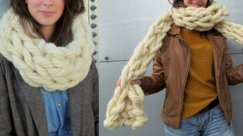 un snood et une echarpe tricotes avec les bras
