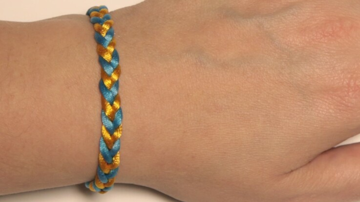 Weavy Loops : un bracelet tressé à 4 fils
