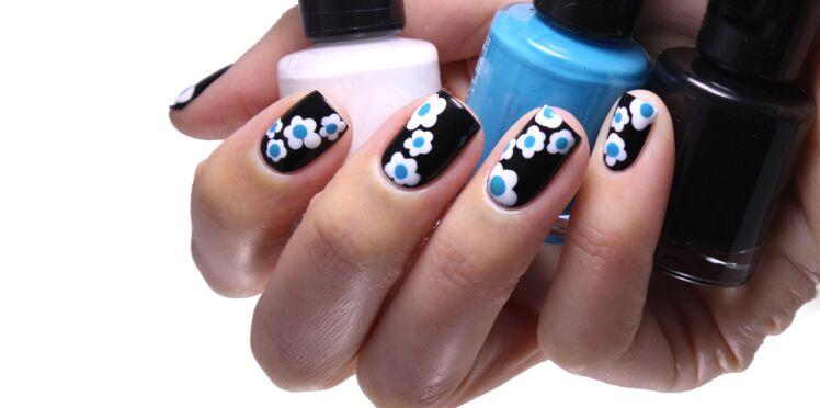 Nail Art : la manucure fleurs de Rita Ora