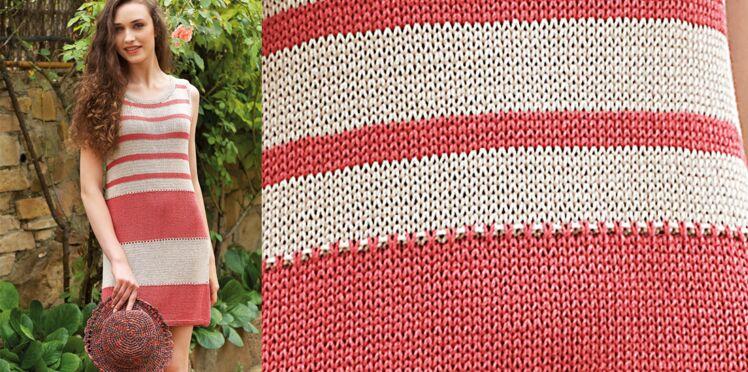 La robe rayée tricotée en jersey